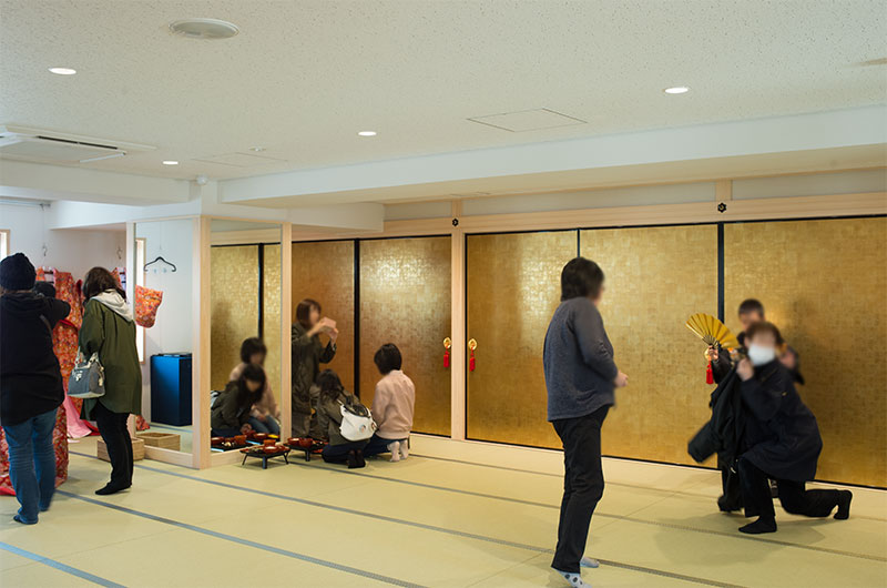 Dress-up area wearing kimonos and armor at third floor of Amagasaki Castle